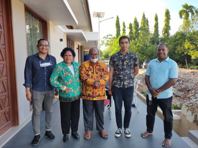 Kunjungan Tim Arsitek Bali ke Project Bapak Nonce di Papua