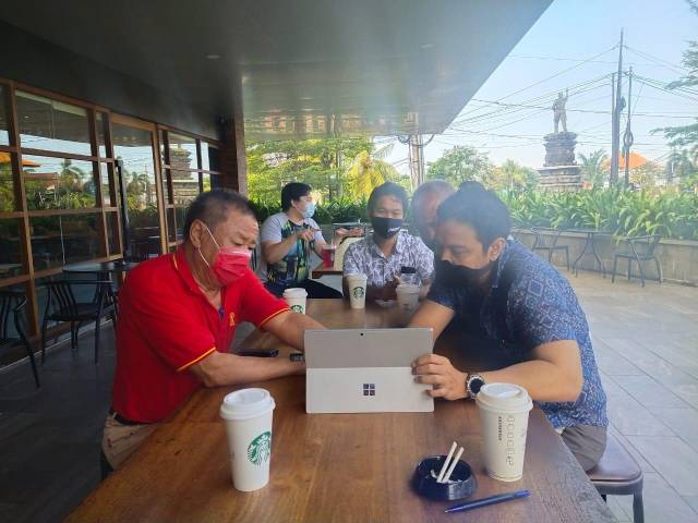 Direct Meeting at Starbucks Coffee Plaza Renon with our Client Mr. Atong along with Structural & MEP