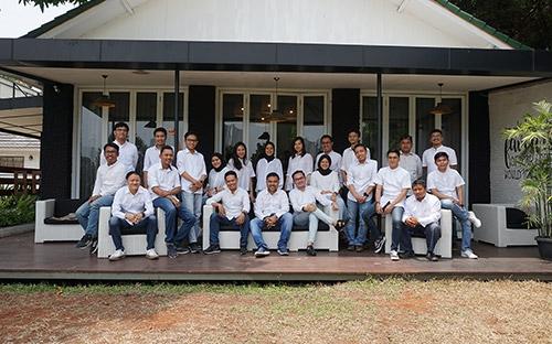 Tim Emporio Architect Jakarta Melakukan Foto Bersama