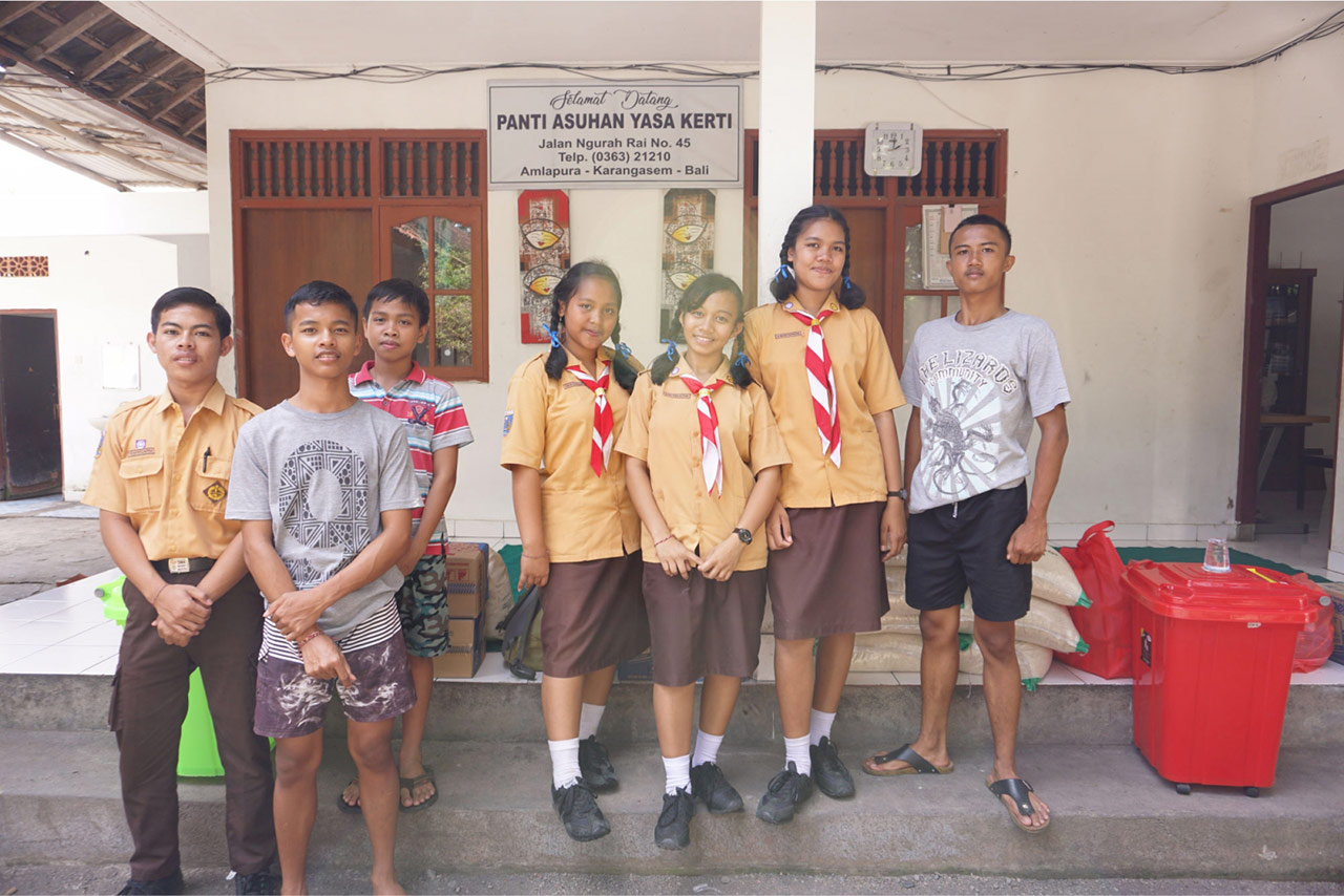 Bali Emporio Architect Team Conducts Charity Activities to Yasa Kerti Karangasem Orphanage Foundatio 10