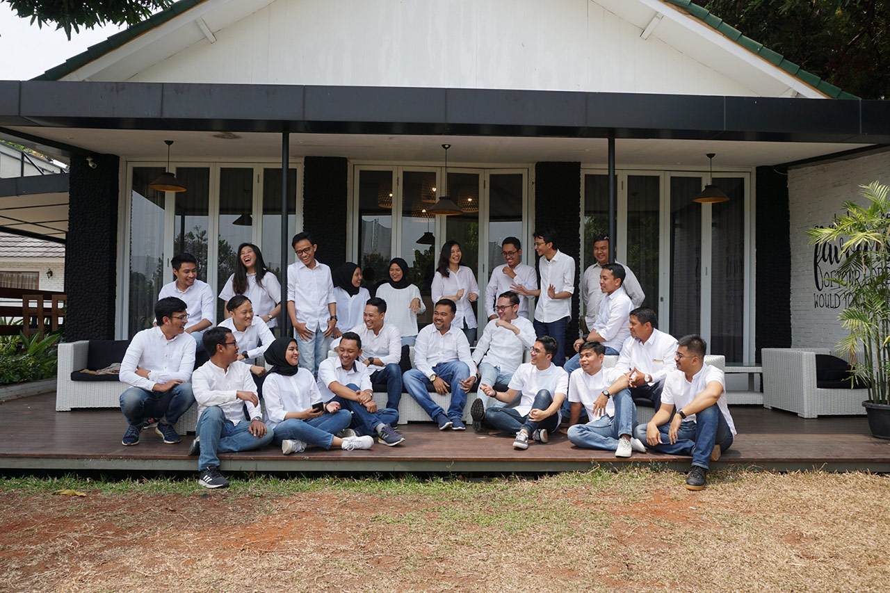 Jakarta Emporio Architect Team Taking a Photo Together 4
